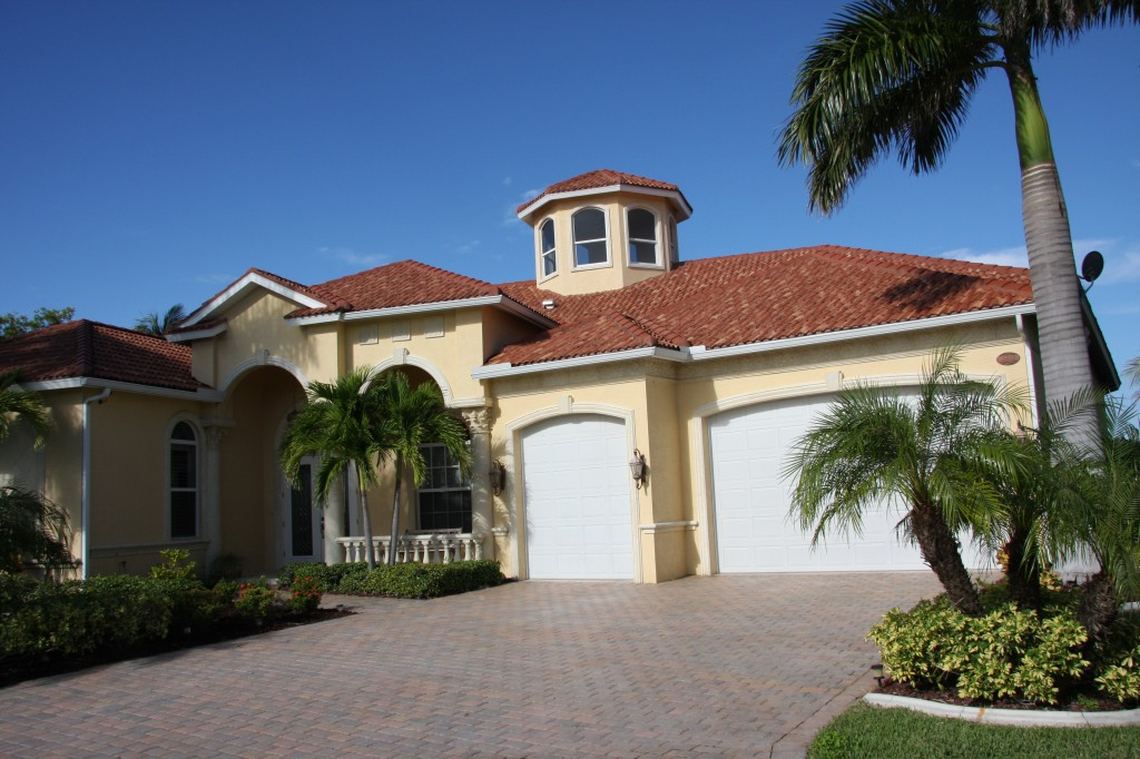 Houses new york big sun realty for Big houses in florida