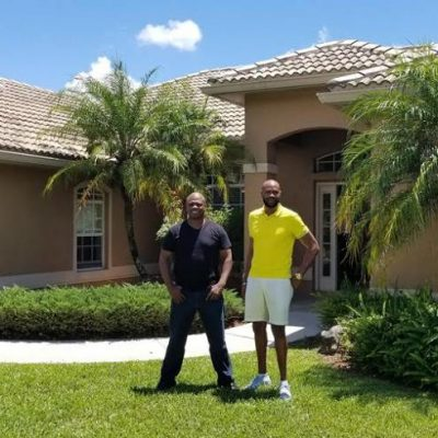 With Tambourine Boss Man Kingsley Stewart in front of Deltona Model House in SARASOTA . Nuh Badda beat me mi hand is not on my hip I was putting mi hand in my pocket ...LOL